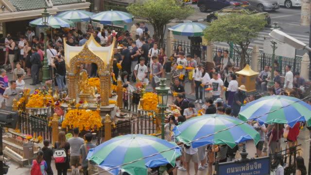 erawan shrine, bangkok, thailand, southeast asia, asia - エラワン聖堂点の映像素材/bロール