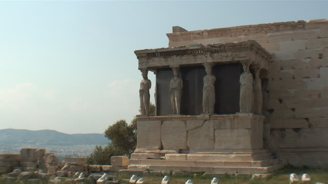 ws erechtheum temple with four female statues / athene, attika, greece - caryatid stock videos & royalty-free footage