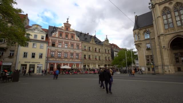 erfurt fischmarkt, time lapse - kathedrale stock-videos und b-roll-filmmaterial