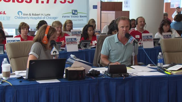 vidéos et rushes de eric and kathy radio hosts for 1019 the mix in chicago held their 12th annual radiothon for the ann and robert h lurie children's hospital of chicago... - eric