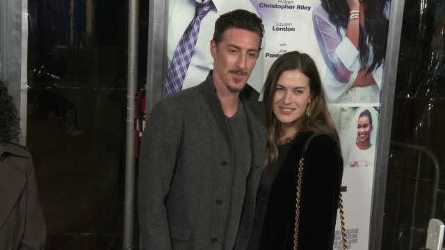 vidéos et rushes de eric balfour and erin chiamulon at the perfect match los angeles premiere at arclight cinemas on march 07 2016 in hollywood california - arclight cinemas hollywood