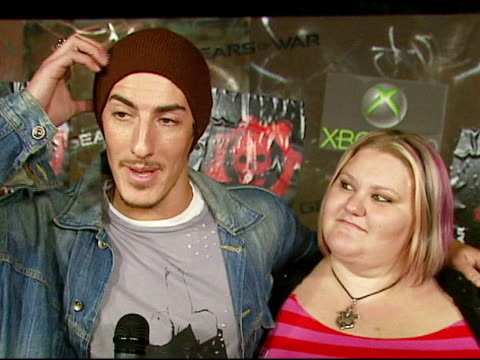 eric balfour and guest on video games, on x box, on the party and the army truck ride over, on his halloween plans at the xbox 360 'gears of war'... - ギアーズオブウォー点の映像素材/bロール