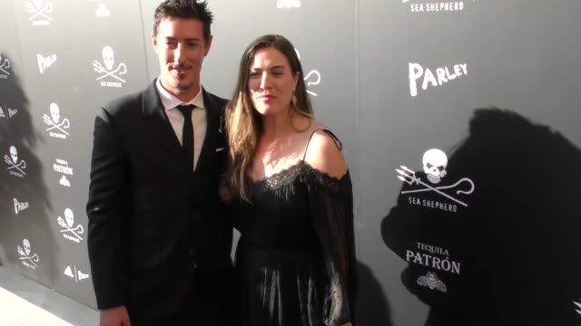 eric balfour & erin chiamulon at the sea shepherd conservation society's 40th anniversary gala for the oceans at montage beverly hills on june 10,... - モンタージュ・ビバリーヒルズ点の映像素材/bロール