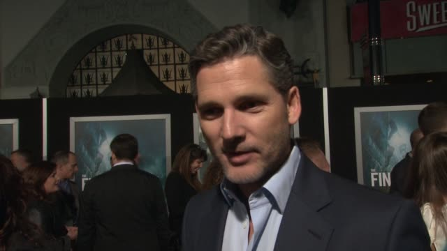 interview eric bana on what it means to have his movie premiere at such an iconic theater on if he's excited to see it in imax and on how he got so... - tcl chinese theater stock-videos und b-roll-filmmaterial