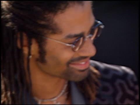 vídeos y material grabado en eventos de stock de eric benet at the 2000 emmy awards at the shrine auditorium in los angeles california on september 10 2000 - eric benet