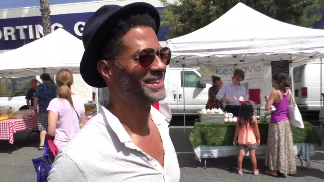 vídeos y material grabado en eventos de stock de interview eric benet talks about which of his songs are best worst for a wedding while shopping in at farmers market in studio city in celebrity... - eric benet