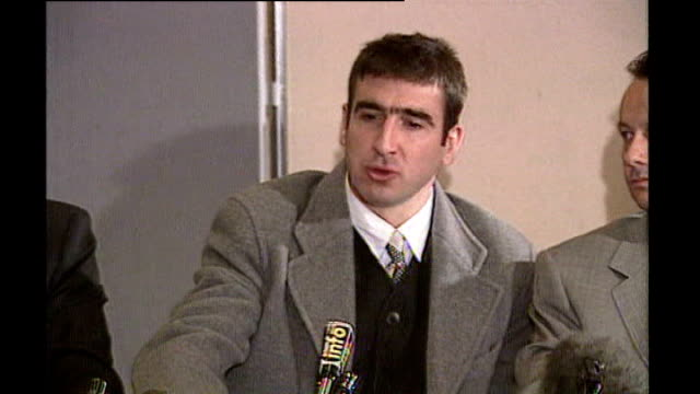 vidéos et rushes de eric cantona bid for french presidency a stunt to highlight housing problems; 31.3.1995 england: london: int ** beware flash photography ** cantona... - mouette