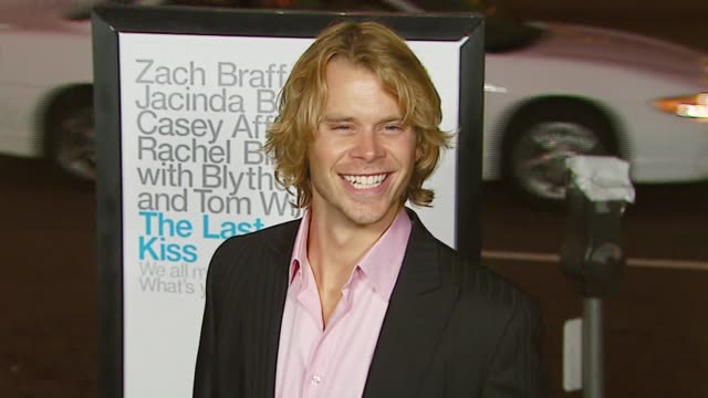 vidéos et rushes de eric christian olsen at the 'the last kiss' los angeles premiere at dga theater in los angeles california on september 13 2006 - eric