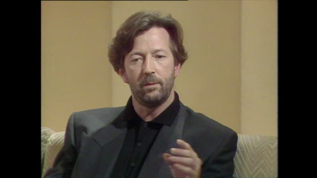 eric clapton talks about his hearing loss saying 'when it became time to mix the record i didn't hear as much as the people around me were hearing' - psychedelische musik stock-videos und b-roll-filmmaterial