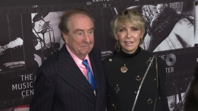 eric idle and tania kosevich at joni 75: a birthday celebration live at the dorothy chandler pavilion at the music center on november 07, 2018 in los... - エリック アイドル点の映像素材/bロール