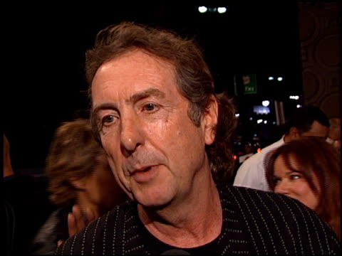 eric idle at the 'heartbreakers' premiere at the el capitan theatre in hollywood, california on march 19, 2001. - エリック アイドル点の映像素材/bロール