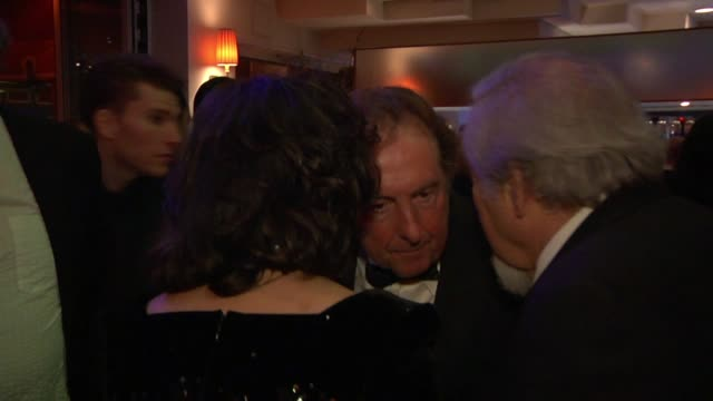 eric idle at the inside the vanity fair oscar party 2010 at west hollywood ca - eric idle stock-videos und b-roll-filmmaterial