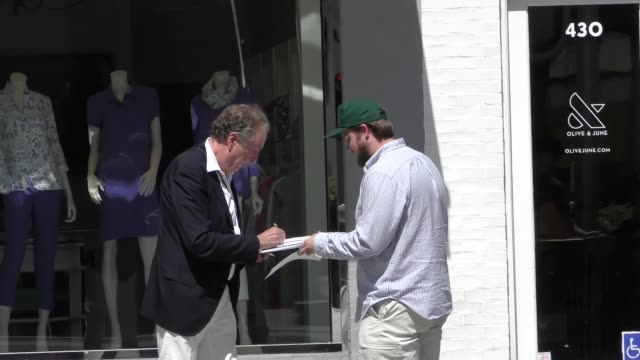 eric idle signs autographs for fans after lunch in beverly hills at celebrity sightings in los angeles on may 04 2018 in los angeles california - eric idle stock-videos und b-roll-filmmaterial