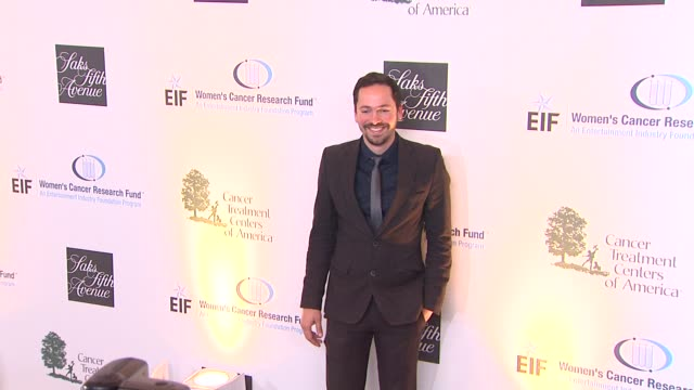 vidéos et rushes de eric la barr at eif women's cancer research fund's 16th annual an unforgettable evening presented by saks fifth avenue on 5/2/13 in los angeles ca - eric