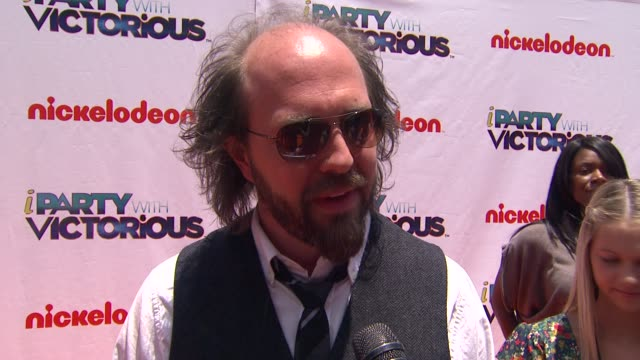 Eric Lange on the 2 shows coming together on being on Victorious and the show keeping him young on what fans can expect at the Nickelodeon's 'iParty...