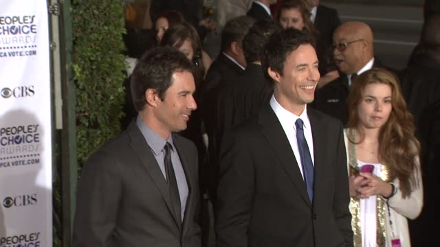 vidéos et rushes de eric mccormack and tom cavanagh at the 35th annual people's choice awards at los angeles ca - eric