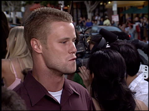 vidéos et rushes de eric nenninger at the 'legally blonde 2 red white and blonde' premiere on july 1 2003 - eric