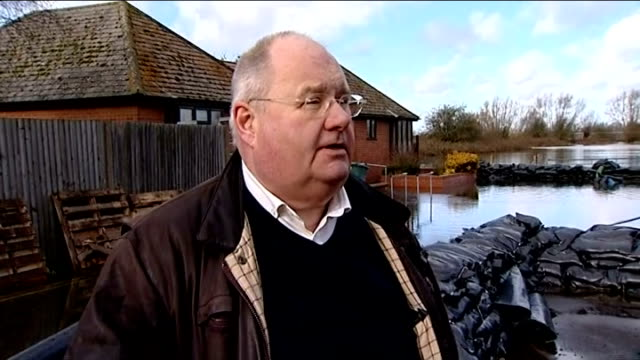eric pickles visits highways maintenance workers in oxfordshire england oxfordshire ext eric pickles mp talking to highways maintenance worker eric... - oxfordshire stock videos & royalty-free footage