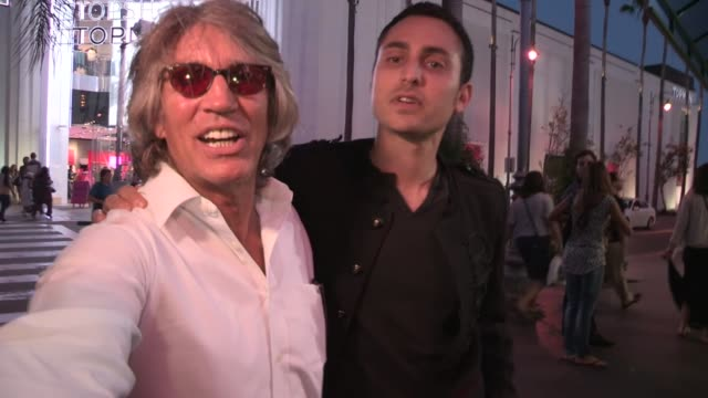 vidéos et rushes de eric roberts and keaton simons on csi and the human centipede in la at celebrity sightings in los angeles eric roberts and keaton simons on csi and... - eric roberts
