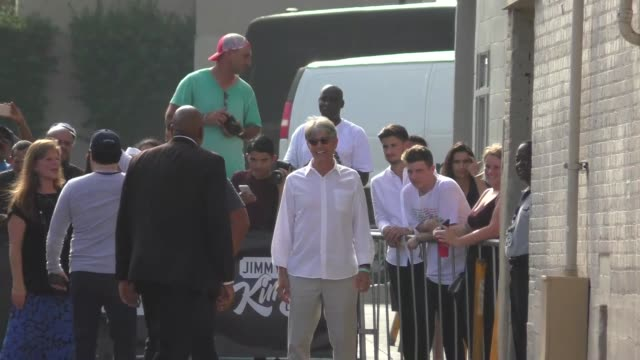 vidéos et rushes de eric roberts arriving to jimmy kimmel live in hollywood in celebrity sightings in los angeles - eric roberts