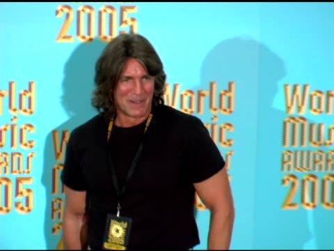 vidéos et rushes de eric roberts at the 2005 world music awards press room at the kodak theatre in hollywood california on september 1 2005 - eric roberts