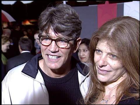 vídeos de stock e filmes b-roll de eric roberts at the 'miracle' premiere at the el capitan theatre in hollywood, california on february 2, 2004. - milagres