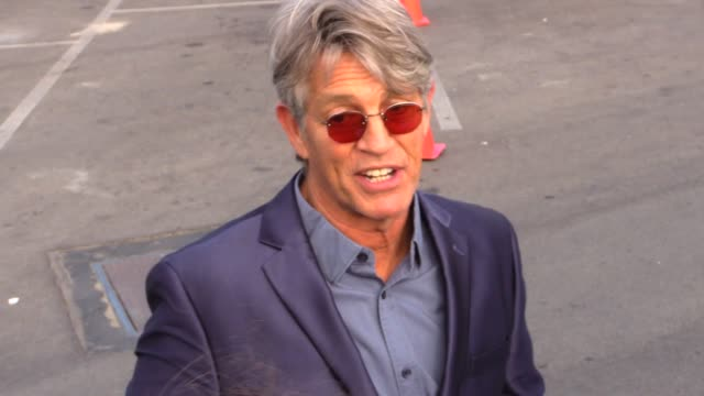 vidéos et rushes de eric roberts greeting fans at the 2015 spirit awards in santa monica in celebrity sightings in los angeles - eric roberts