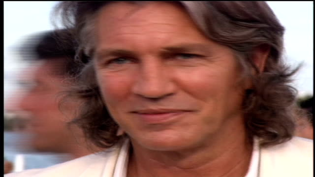 vidéos et rushes de eric roberts posing for photos on the red carpet with his wife eliza - eric roberts