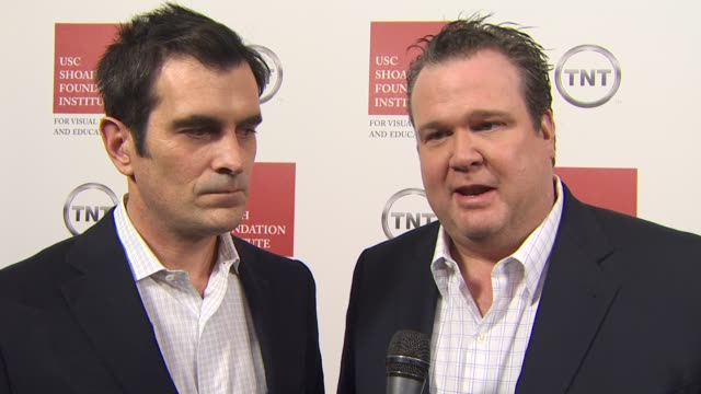 vídeos y material grabado en eventos de stock de eric stonestreet and ty burrell on being at the event - ty burrell