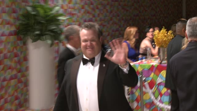 vídeos y material grabado en eventos de stock de eric stonestreet at hbo's official 2014 emmy after party at the plaza at the pacific design center on august 25 2014 in los angeles california - premios emmy
