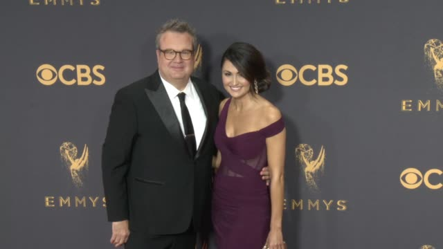 vídeos de stock, filmes e b-roll de eric stonestreet at the 69th annual primetime emmy awards at microsoft theater on september 17 2017 in los angeles california - microsoft theater los angeles