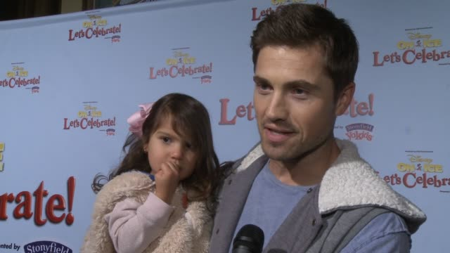 vidéos et rushes de interview eric winter on being a part of the event his family's favorite disney character how he's spending the holidays at disney on ice presents... - eric