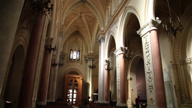 erice, the royal church, the nave - cattedrale video stock e b–roll
