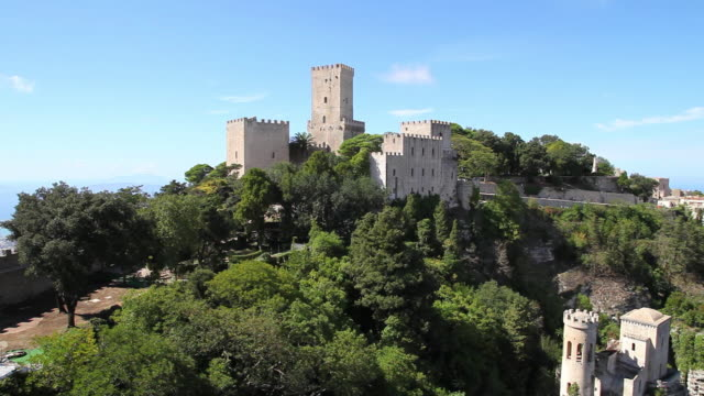 erice, view of balio castle, and the cliffs of the city - 城点の映像素材/bロール