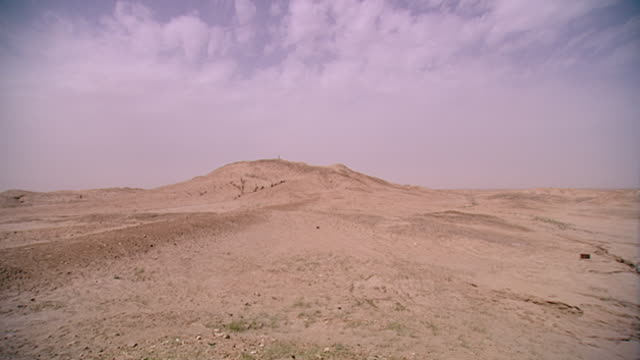 eridu, tell abu shahrain. pan-right from the ancient tell of eridu considered the oldest city on earth founded circa 5400 bce, to the surrounding... - basra stock videos & royalty-free footage