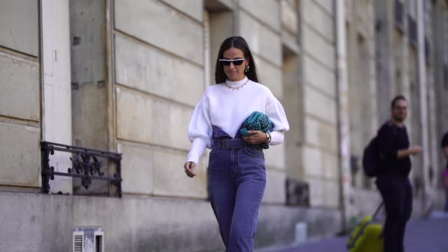 stockvideo's en b-roll-footage met erika boldrin is seen during paris fashion week womenswear spring/summer 2019 on september 26 2018 in paris france - week