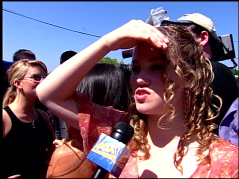 stockvideo's en b-roll-footage met erika christensen at the 2001 teen choice awards arrivals at universal amphitheatre in universal city, california on august 12, 2001. - teen choice awards