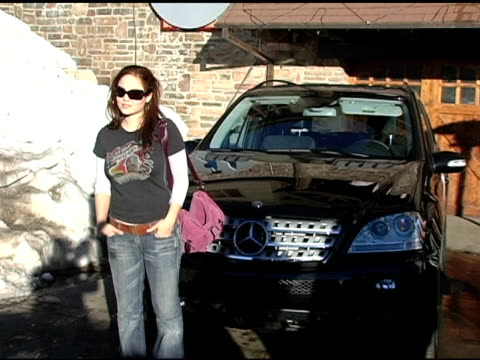 vídeos y material grabado en eventos de stock de erika christensen with the mercedes benz m class at the 2005 park city mercedes benz at the motorola lodge at motorola lodge in park city, utah on... - motorola
