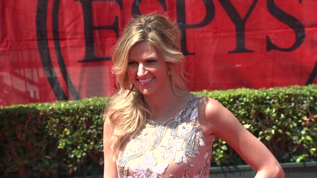vídeos de stock, filmes e b-roll de erin andrews at the 2011 espy awards at los angeles ca - espy awards