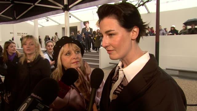 vidéos et rushes de erin o'conner at the burberry prorsum london fashion week a/w 2010 red carper arrivals at london england - burberry prorsum