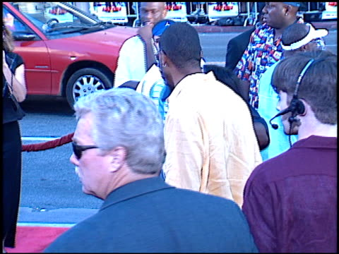 eriq lasalle at the 'rush hour 2' premiere at grauman's chinese theatre in hollywood, california on july 26, 2001. - ラッシュアワー 2点の映像素材/bロール