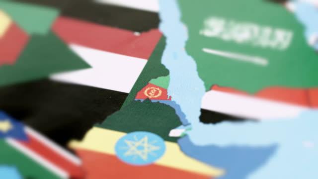vídeos de stock e filmes b-roll de eritrea borders with national flag on world map - etiópia ouro