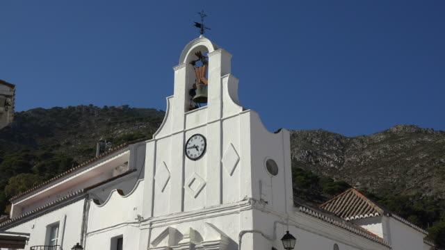 vídeos y material grabado en eventos de stock de ermita san sebastian, white village mijas, costa del sol, andalusia - iglesia