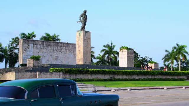 ernesto che guevara monument and revolution square, santa clara, cuba - che guevara stock videos & royalty-free footage