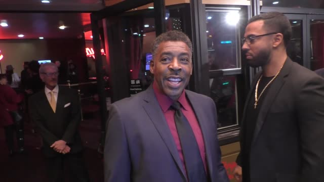 interview ernie hudson talks about possible oz movie outside ahrya fine arts theatre in beverly hills in celebrity sightings in los angeles - eventuell stock-videos und b-roll-filmmaterial
