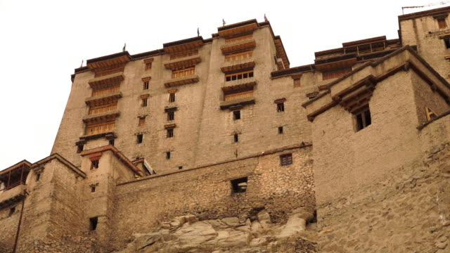 erosion damages on entrance walls, leh palace. - religious equipment stock-videos und b-roll-filmmaterial