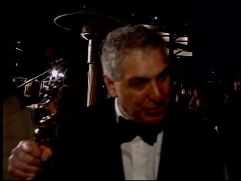 vídeos de stock e filmes b-roll de errol morris at the 2004 academy awards ballroom at the kodak theatre in hollywood california on february 29 2004 - 76.ª edição da cerimónia dos óscares