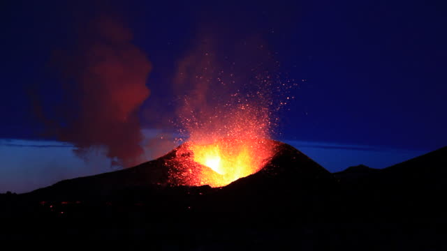 eruption from the fimmvorduhals region of the eyjafjallajokull volcano in iceland. - lava stock-videos und b-roll-filmmaterial
