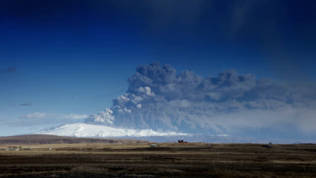eruption of eyjafjallajökull - timelapse - 2010 video stock e b–roll