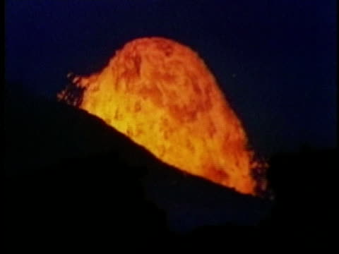 1970 ms eruption of kilauea volcano with lava spouting like a fountain / hawaii / audio - kilauea stock videos & royalty-free footage